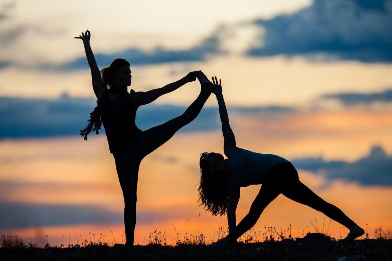 silhouette-yoga11-785x523